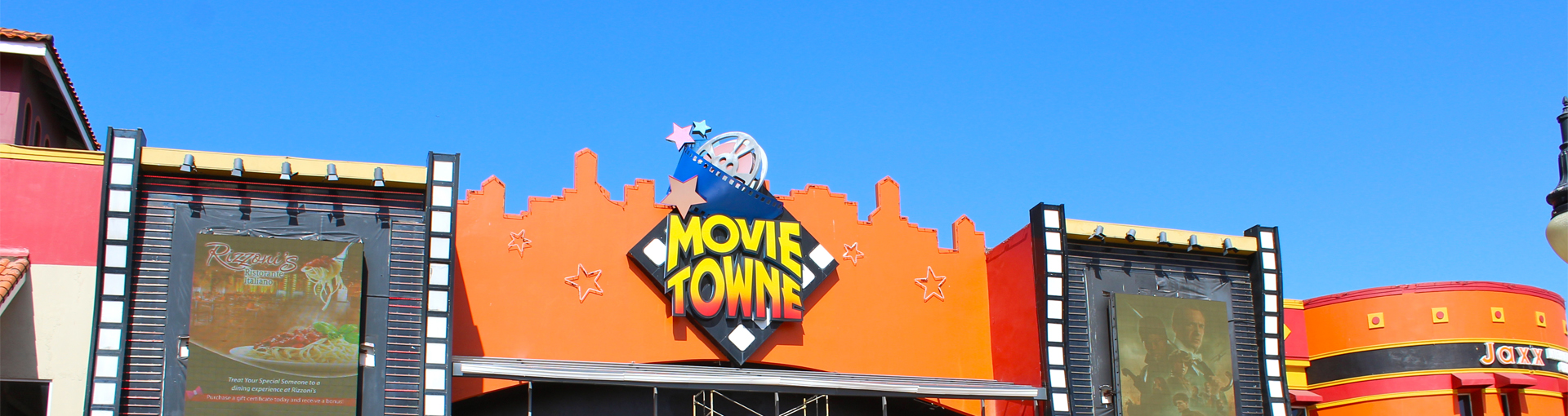 Movietowne Mall, Invader's Bay